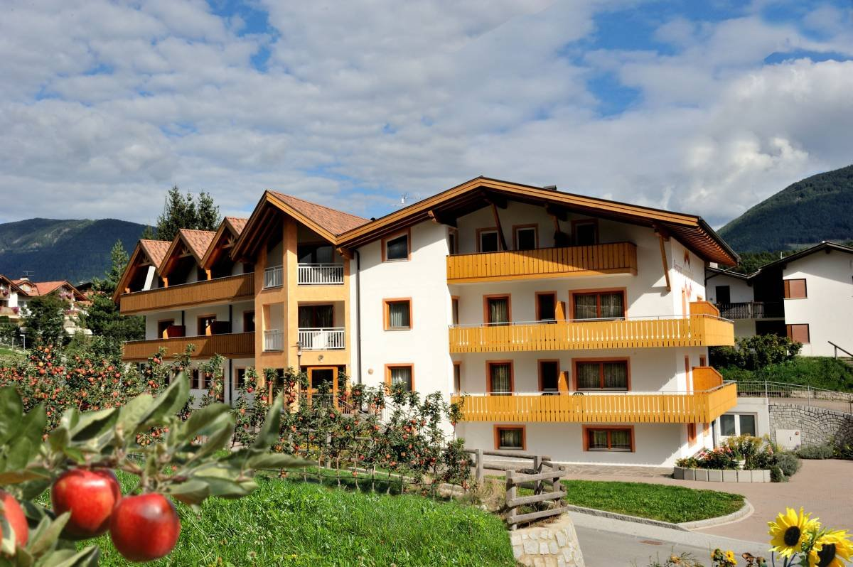 Pension Sonnenhof – the youth hotel on the apple plateau in Isarco Valley