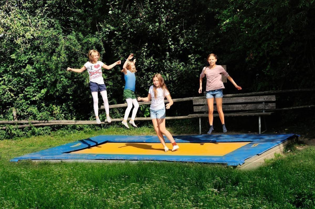 Eigener Sportplatz: Ballsport und Outdoor-Action vor hochalpiner Kulisse